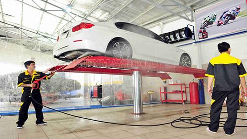 Cầu nâng 1 trụ là một thiết bị tạo tính chuyên nghiệp cho cửa hàng